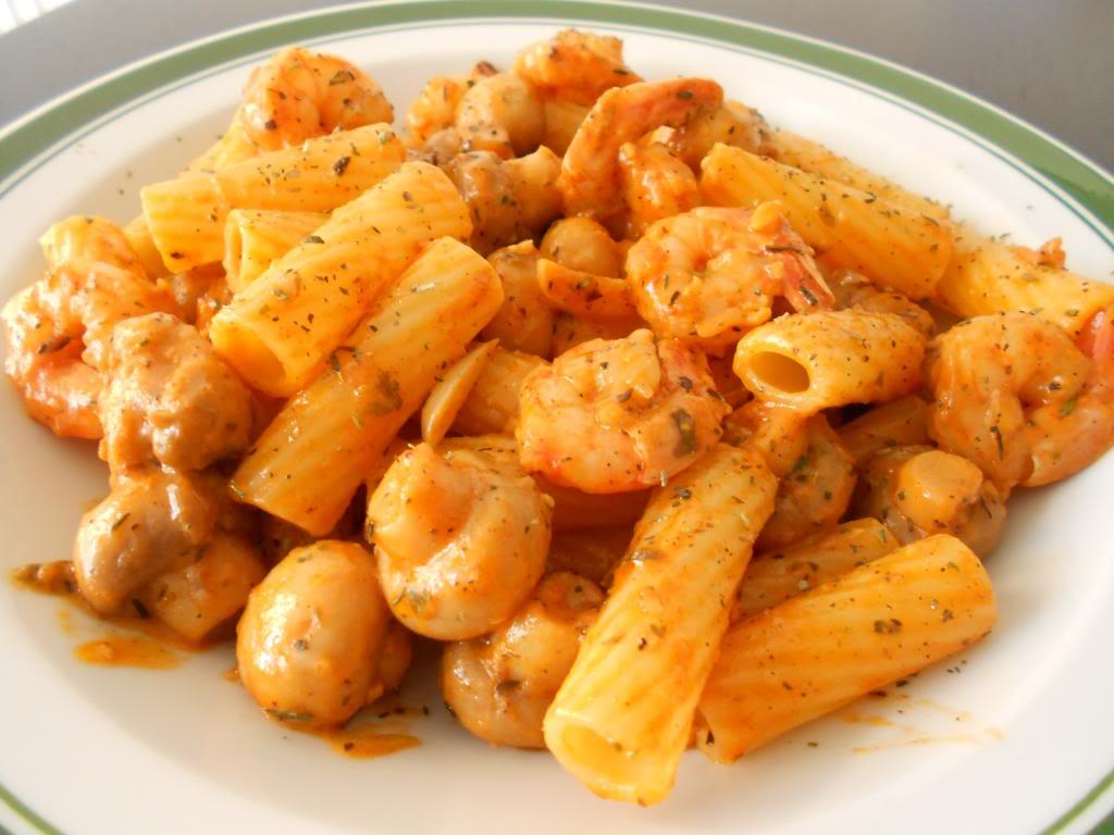 Gamberetti e Fungi salsa con Tartiglioni Pasta